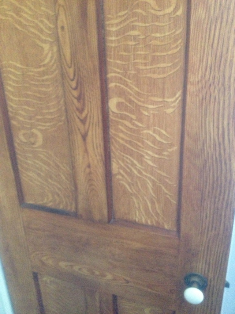 Here the door. I couldn't believe the grain was painted!