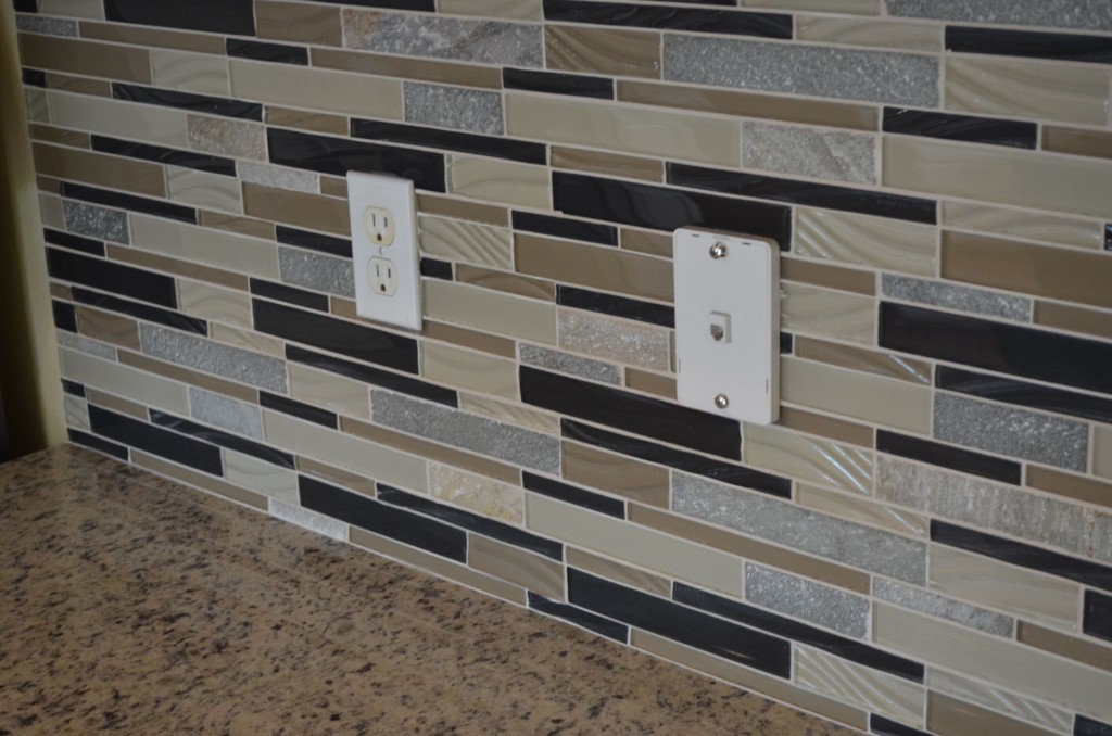 A closeup of the backsplash.