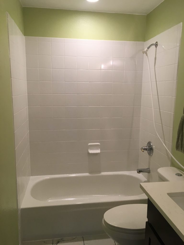 Here's a closeup showing the new tub as well as the night light over the tub.